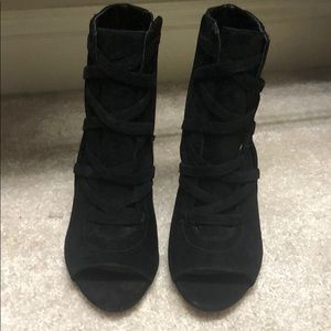 Vince Camuto Aranda Ankle Boot, size 8.5